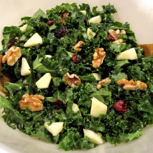 Salade de chou kale fruitée