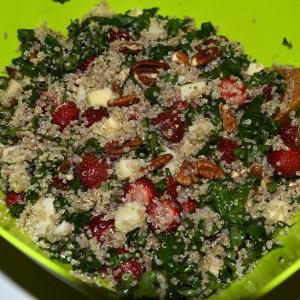 Salade de quinoa et kale aux fraises