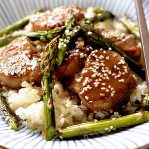 Cabillaud sauce yakitori et asperges vertes