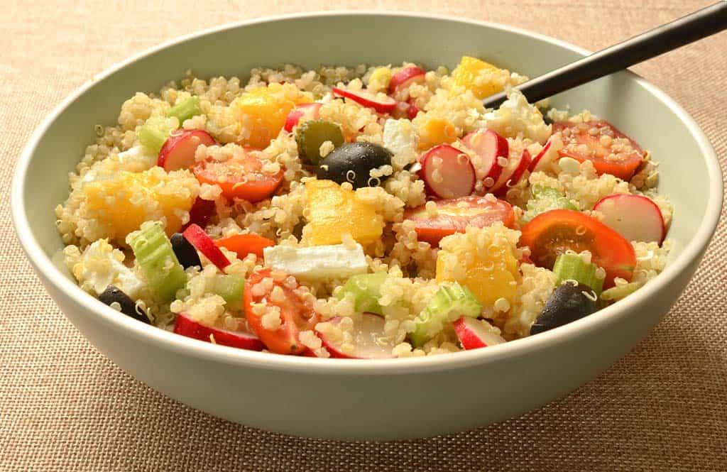 salade de quinoa aux p ches et l gumes ma cuisine sant. Black Bedroom Furniture Sets. Home Design Ideas