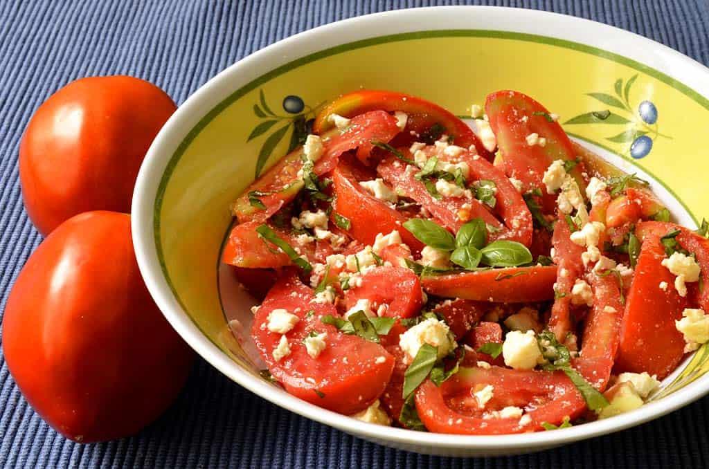 salade de tomates feta et basilic ma cuisine sant. Black Bedroom Furniture Sets. Home Design Ideas