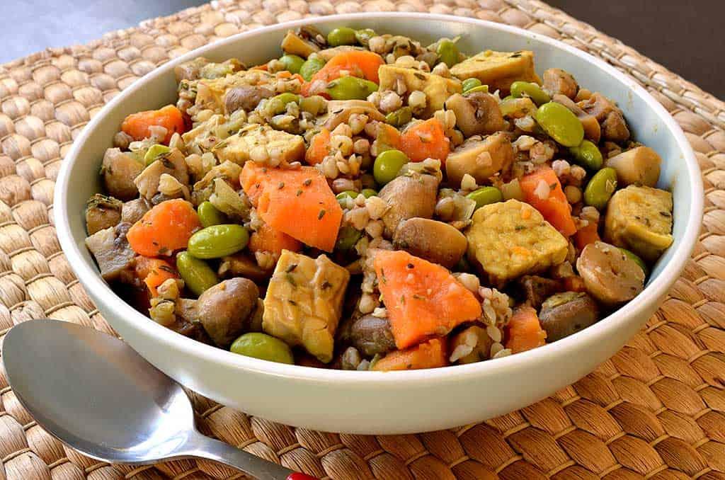 Poêlée de légumes au sarrasin et au tempeh