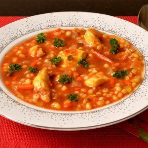 Soupe de légumes et d'orge mondé au poulet