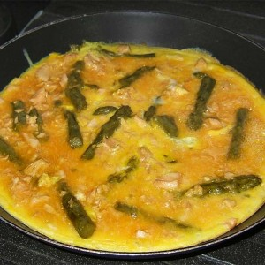 Omelette aux asperges vertes et saumon