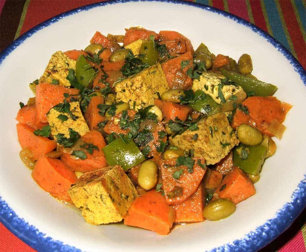 Poêlée de tofu, patate douce et légumes aux épices