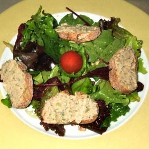 Salade aux toasts de sardinade