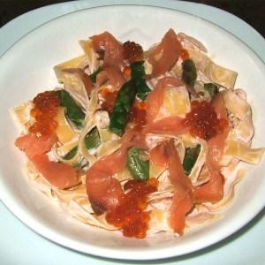 Tagliatelles au saumon fumé et aux asperges vertes