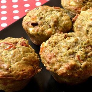 Muffins courgettes, feta et tomates