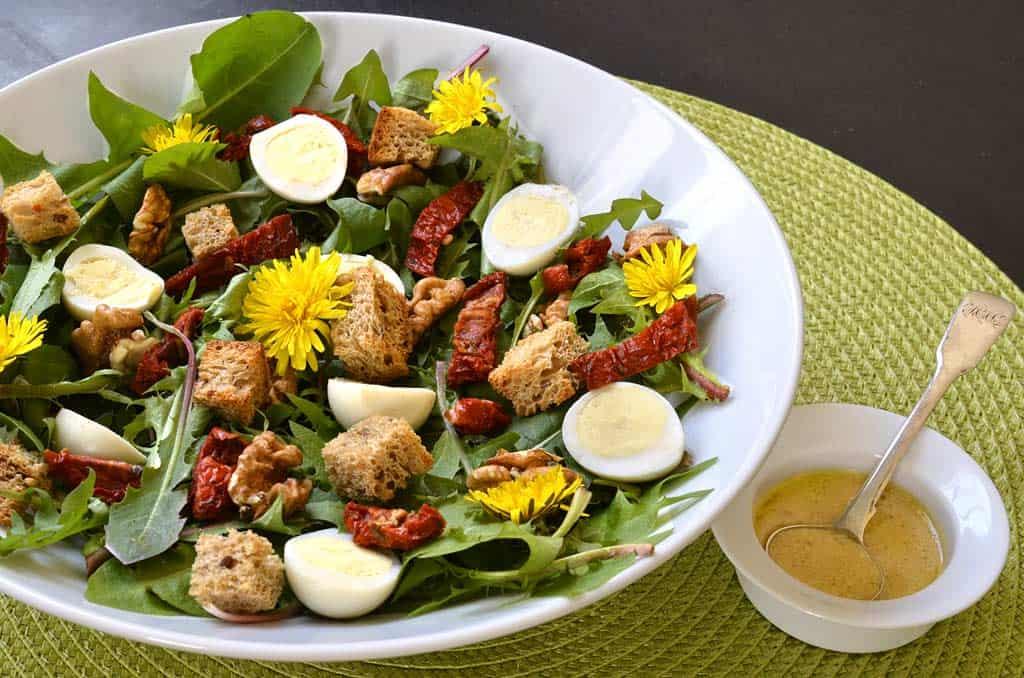 Salade de pissenlits aux oeufs de caille - Ma Cuisine Santé