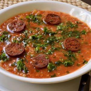Soupe à la tomate et kasha au chorizo