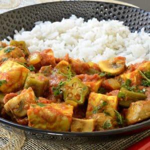 Curry de tempeh aux champignons et gombos