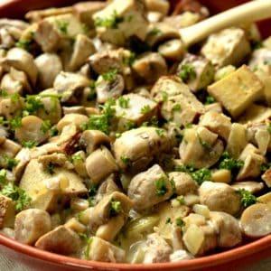 Tofu fumé et champignons sauce moutarde.
