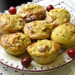 Muffins aux cerises et chocolat blanc