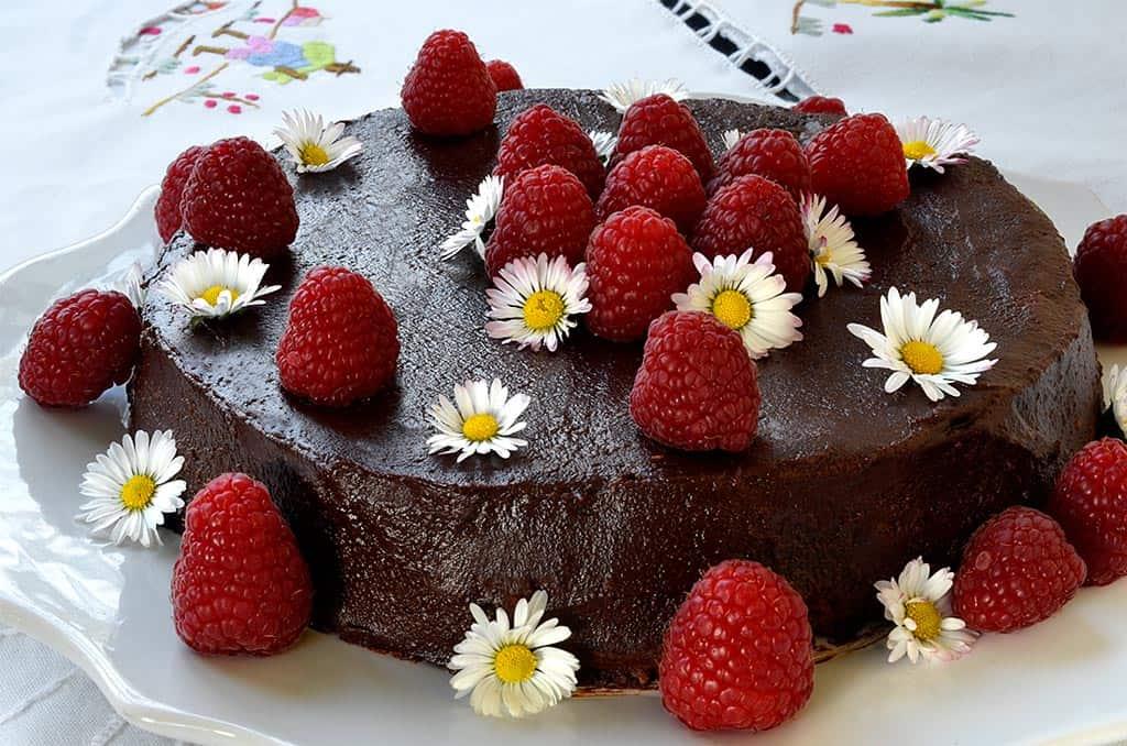 Gâteau au chocolat et framboises