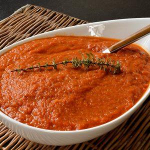 Sauce tomate riche en légumes