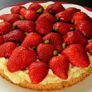 Gâteau léger aux fraises et pistaches