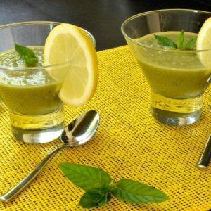 Soupe froide au concombre, avocat et menthe